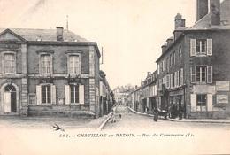 58 - Chatillon-en-Bazois - Rue Du Commerce Animée - Chatillon En Bazois