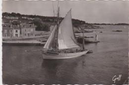 Cpsm Grand Format CONCARNEAU - Thoniers Rentrant De Pêche (immatriculé à Groix : LGX 3929) - Concarneau