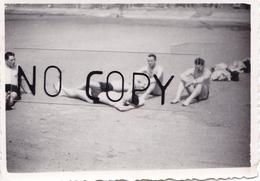PHOTO ORIGINALE 39 / 45 WW2 WEHRMACHT FRANCE BOULOGNE BRONZETTE A LA PLAGE POUR LES SOLDATS ALLEMANDS - Guerre, Militaire