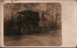 ! CPA Photo, Echtfoto 1.Weltkrieg, Autobus, Postbus, Automobil, Militaria, MILITAIRE Guerre 1914-1918 - Automobile