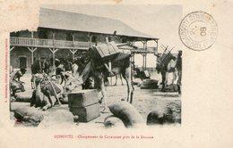 (65)  CPA Djibouti  Chargement De Caravanes Pres De La Douane  (bon Etat) - Gibuti