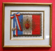 Ww1 Cadre Drapeau Tricolore Orné Sacré Cœur Sacré De Jésus Brodé Mémora Fin Et Médaille Marie RARE Sous Verre - 1914-18