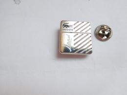 Superbe Pin's , Parfum Lacoste - Perfume