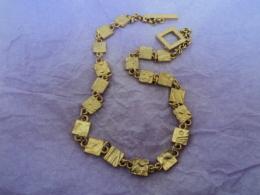BICHE DE BERE : COLLIER DORE ,SIGLE  LIRE ET VOIR !! - Necklaces/Chains