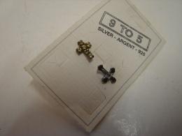 JL. 44. Paire De Boucles D'oreilles En Argent 925 En Forme De Croix. - Earrings
