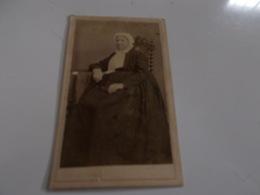 B688  Foto Cartonata Donna Cm10,5x6,5 Perreillet - Fotografia