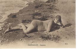 17 - CHATELAILLON - T.Belle Vue Animée D'une Baigneuse ( Légèrement Grassouillette ! ) - Châtelaillon-Plage