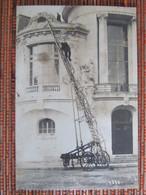 """POMPIERS D'AGEN 1920 """"  Un Sauvetage Par La Grande Echelle """" Véritable Photo. - Agen"""