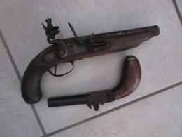 LOT DE DEUX PISTOLETS A RESTAURER - Decorative Weapons