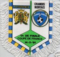 Fanion Du Match FC Gueugnon / Chamois Niort Coupe De France 1991 - Habillement, Souvenirs & Autres