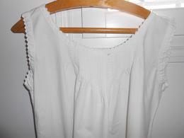 Chemise Ancienne De Coton Blanc -  Joli Décolleté - - Lingerie