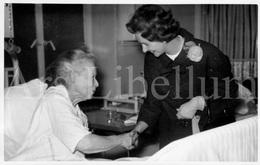 Photo Card / ROYALTY / Belgique / België / Reine Fabiola / Koningin Fabiola / L'hôpital Saint Pierre / Bruxelles / 1961 - Santé, Hôpitaux