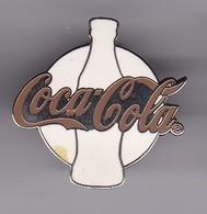PIN DE COCA-COLA DE COLOR BLANCO Y LETRAS ROJAS (COKE) - Coca-Cola