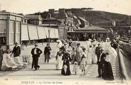 76 ETRETAT - La Terrasse Du Casino - Très Animée : La Promenade Vespérale : Concours D'élégance - Etretat