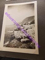 Photo Amateur Circa 1940 Pose Pin Up Sur Les Rochers - Pin-Ups