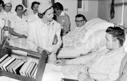 Postcard / ROYALTY / Belgique / België / Reine Fabiola / Koningin Fabiola / A L'hôpital Militaire / Bruxelles / 1967 - Santé, Hôpitaux