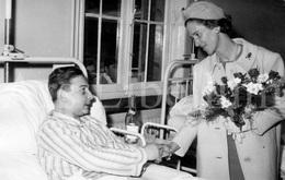 Photo Card / ROYALTY / Belgique / België / Reine Fabiola / Koningin Fabiola / A L'hôpital Militaire / Bruxelles / 1967 - Santé, Hôpitaux