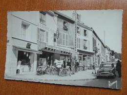 LOUVRES  La Rue De Paris  Café Tabac Mobylette Moto  95 Val D'oise - Louvres