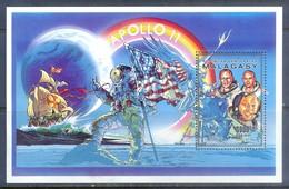 F37- Malagasy 1990. Apollo II. Space. Flag. - Space