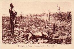 84Vn   Centrafrique Region De Paoua Chasseur Antilope Sagaie Et Fusil - Centrafricaine (République)