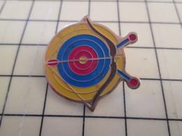 Pin1117 Pin's Pins / Beau Et Rare / THEME SPORTS : TIR A L'ARC CIBLE FLECHE ARC - Archery