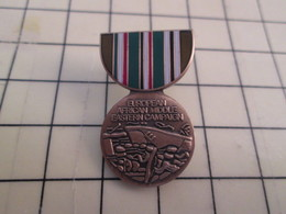 Pin2317 Pin's Pins / Beau Et Rare / THEME MILITARIA : MEDAILLE AMERICAINE EUROPE AFRICAN MIDDLE EASTERN CAMPAIGN - Army