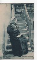 Cpa.Folklore.La Savoie.Pralognan La Vannoise.femme Assise Au Travail D'aiguilles - Costumi