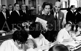 Photo Card / ROYALTY / Belgique / België / Reine Fabiola / Koningin Fabiola / Lycée Emile Max / 1966 - Enseignement, Ecoles Et Universités