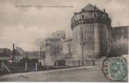 CPA FOUGERES  Le Château . Les 2 Tours Demi-rondes - Fougeres