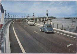 CPM - ILE D'OLERON - LE VIADUC (voitures Simca Et Citroën 2CV) - Edition Arjac - Ile D'Oléron