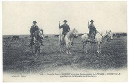 Cpa Dans La Crau - Benoit Avec Ses Compagnons Anjouin Et Coustillé, Gardiens De La Manade De L'Audierne  ( S. 2786 ) - France