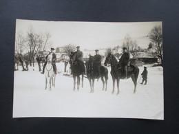 Echtfoto Großes Bild Mit Reiterstaffel / 4 Reiter. 1 Weißes Pferd Und 3 Schwarze! 1. Weltkrieg Soldaten Im Winter - Krieg, Militär