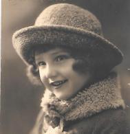 CPA..ENFANT....ARTISTIQUE....ELEGANCE....1932...BONNE ANNEE.....TBE VOIR SCAN - Portraits
