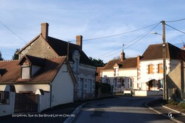 Gièvres (41)- Route Du Bas Bourg (Edition à Tirage Limité) - Autres Communes
