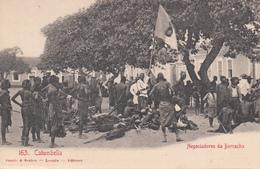 CPA - Africa ANGOLA - CATUMBELLA - Negociadores Da Borracha - Angola