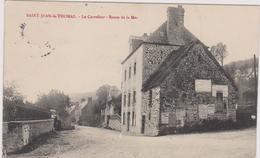 Cpa B11 SAINT JEAN LE THOMAS- Carrefour Route De La Mer-maisons-2personnes-affichages - France