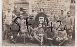 VIRE          CARTE PHOTO MILITAIRES   + INFIRMIERE - Guerre 1914-18