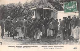 Tirailleurs Algériens Blessés Installés Dans Les Autobus D'ambulance - Militaire Militaria Soldat - Militaria