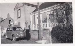 MINI PHOTO---03---BEZENET---devant La Maison--( Voiture 4 CV )--voir 2 Scans - Photographie