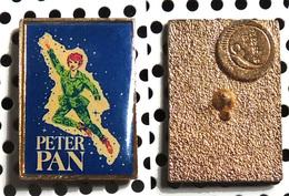Pin's De L'affiche Du Film Peter Pan De  Vincent J. Donehue Avec Mary Martin 1960 - Cinéma
