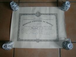 ANCIEN CERTIFICAT MEDAILLE D HONNEUR DU TRAVAIL   LAON 31/12/1956 - Diploma & School Reports