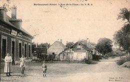 (67) CPA  Bertaucourt  Rue De La Place  La S M A  (Bon Etat  ) - Autres Communes