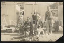 Photo Ancien / Foto / Photograph / Women / Femmes / Photo Size: 9 X 14 Cm. / Seaside / La Plage / Children / Enfants - Personnes Anonymes