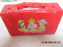 JOUET NEUF INFIRMIERE..PLAY DOCTEUR...RARE..VINTAGE - Toy Memorabilia