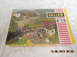 PASSAGE A NIVEAU FALLER B-176 COMPLET - Trains