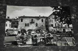 2373     Lago Di Garda    Piazza Catutto E Palazzo Dei Capitani /    Bus / Auto / Car / Coche / Voiture / Animata - Verona