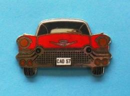1 PIN'S //   ** CADILLAC ELDORADO BIARRITZ 57 / CONVERTIBLE ** . (Démons & Merveilles) - Badges