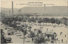 Clermont-Ferrand - Perspective Sur La Place Des Carmes-Déchaux Et Sortie Des Usines Michelin - Clermont Ferrand