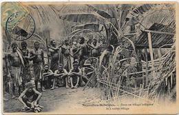 CPA Nouvelles Hébrides Circulé Village Guerriers Ethnic - Cartes Postales
