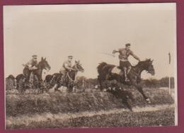 160518 - PHOTO PRESSE MILITARIA - RUSSIE - Sport Armée Rouge - Soldats Courses D'obstacles Cheval équitation - Guerre, Militaire